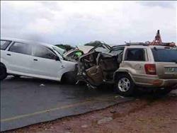 إصابة 13 شخصًا إثر تصادم سيارتين على الطريق الزراعي