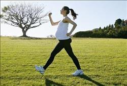 للحامل.. تعرفي على أهمية المشي والرياضة