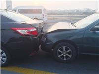 تصادم سيارتين تسبب في توقف حركة المرور أسفل كوبري الفنجري