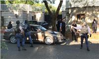 ساعات الحسم بجنوب أفريقيا تقترب .. الشرطة تقتحم منازل رجال الأعمال الموالين لزوما