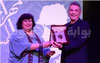 صور| وزيرة الثقافة وأشرف زكي يكرمان محمود حميدة بـ«الفنون المسرحية»