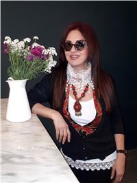 تكريم مادلين طبر بـ مهرجان بيروت للجوائز الذهبية 23 فبراير