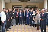 نقيب الصحفيين يعلن أول تحالف بين «الأهرام» و«الأخبار»