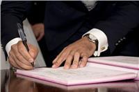 «الإفتاء» توضح مشروعية أمر الزوج لزوجته قبل «عقد القران»