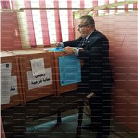«أبو زيد» يدلي بصوته في انتخابات نقابة المهندسين
