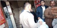 صور| توزيع وجبات على متضرري عقار منشأة ناصر