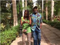 بالصور  الممثل الأمريكي «داني جلوفر» وزوجته فى «جزيرة النباتات»
