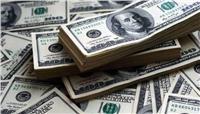 «بلومبرج»: توافر الدولار بالسوق المصري لم يعد عائقا أمام المستثمرين الأجانب