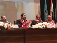 رئيس جامعة طنطا يهدي أهالي العريش قافلة طبية
