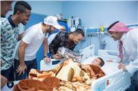شاهد: الحضري ومتعب في زيارة لأطفال السرطان بالسعودية