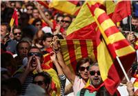 آلاف الإسبان يشاركون في مسيرة ببرشلونة لدعم الوحدة