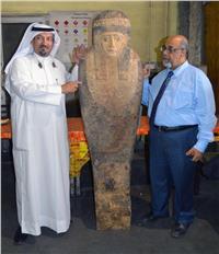 لجنة أثرية لمعاينة التمثال المصري المضبوط بمطار الكويت |صور