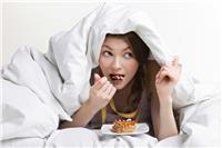 8 مأكولات.. تناولها في هذا الوقت يسبب متاعب صحية