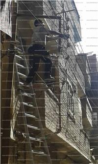 محافظ سوهاج يستجيب للأهالي ويقرر تغيير أسلاك الكهرباء غير المعزولة