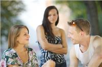 خبيرة نفسية لـ«المخطوبة»: صديقة خطيبك «صاحبيها.. متقطعيش علاقته بيها»