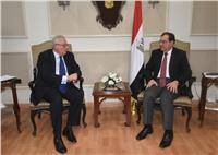 وزير البترول والسفير الإيطالي يبحثان زيادة الاستثمارات في مصر