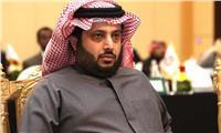 تركي آل الشيخ ينشر صورة مع ثلاثي الأهلي