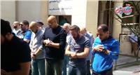 فيديو| حازم إمام وميدو يشاركان في صلاة الجنازة على سمير زاهر