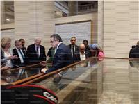 صور| جولة «العناني» بمعرض «الحياة في الموت» بالمتحف المصري
