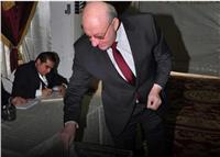 صورة| سفير مصر بالسعودية يدلي بصوته في انتخابات الرئاسة