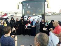 «الهجرة» تستجيب لطلب مصريين بالسعودية وتنقلهم لمقر الانتخابات
