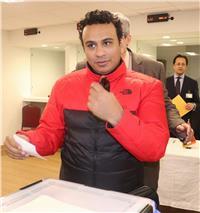 صور| مصر تنتخب| محمود الليثي يدلي بصوته في أمريكا