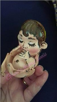صور| معاناة الأم الحامل في «عرائس فوم»