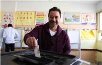 مصر تنتخب| مدحت صالح يشارك بصوته في الانتخابات الرئاسية بـ6 أكتوبر