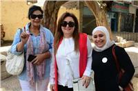 نهال عنبر تدلي بصوتها في مدرسة «6 أكتوبر» بالعجوزة .. صور