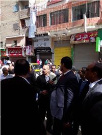 مصر تنتخب  محافظ القليوبية يتفقد اللجان الإنتخابية بمدينة بنها وسط مظاهرة شعبية