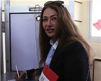 مصر تنتخب| ليلى علوي تدلي بصوتها في مصر الجديدة.. صور