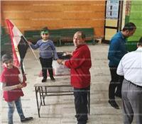 مصر تنتخب| أطفال يشاركون آبائهم التصويت بلجان مدينة السلام
