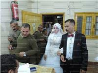 صور  قبل الكوشة.. عروسان يبدأن زفافهما بالتصويت في الانتخابات