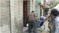 الكراسي المتحركة.. جنود مجهولة لمساعدة كبار السن في الانتخابات بالدقي