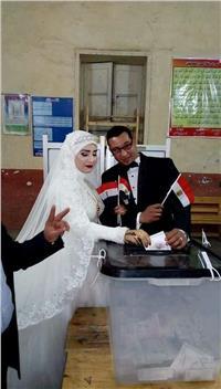 مصر تنتخب| عروسان يبدآن زفافهما بالتصويت في شبرا الخيمة