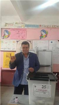 مصر تنتخب| بالصور.. سكرتير نقابة الإعلاميين يدلى بصوته في طنطا
