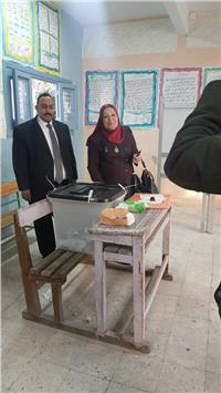 مصر تنتخب| فريال قطب تدلي بصوتها في الإسكندرية