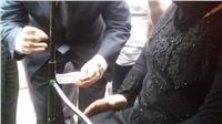 كفيفة تدلي بصوتها في اليوم الثالث للانتخابات خارج لجنة بالمطرية