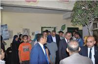 وزير التنمية المحلية ومحافظ الجيزة يتفقدان اللجان الانتخابية