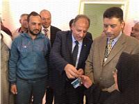 محافظ الإسكندرية يسلم منازل «مشروع سترة» بقرية ٣ بالعامرية