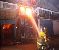 بالصور.. اندلاع حريق ضخم في النزهة