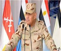وزير الدفاع يتناول الإفطار مع مقاتلي القوات البحرية والجيش الثاني