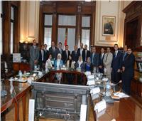 صور| وزير الزراعة يلتقي 18 شابا من أعضاء البرنامج الرئاسي