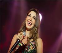 صور| نانسي عجرم ترقص في حفل مهرجان موازين