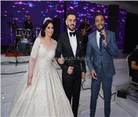 صور| حماقي ورامي صبري والليثي يحيون زفاف «محمد ورنا»