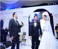 صور| عاصي الحلاني يُغني لـ«راشد وريم» في زفافهما
