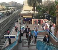 صور| وزير النقل يتابع تسهيل حركة الركاب بمحطة مترو المرج