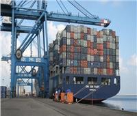 وصول وسفر 841 راكبًا وتداول 86 شاحنة بميناء نويبع