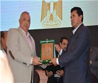 محافظ الشرقية يُكرَّم أشرف صبحي وزير الشباب والرياضة