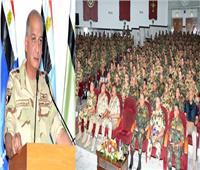 وزير الدفاع يلتقي مقاتلي الوحدات الخاصة من الصاعقة والمظلات